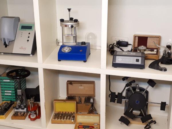 Laboratorio revisioni  riparazioni  orologi